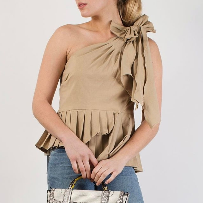 Pleats, bows & one-shoulder. This @seanewyork top checks off all of our favorite spring trends.