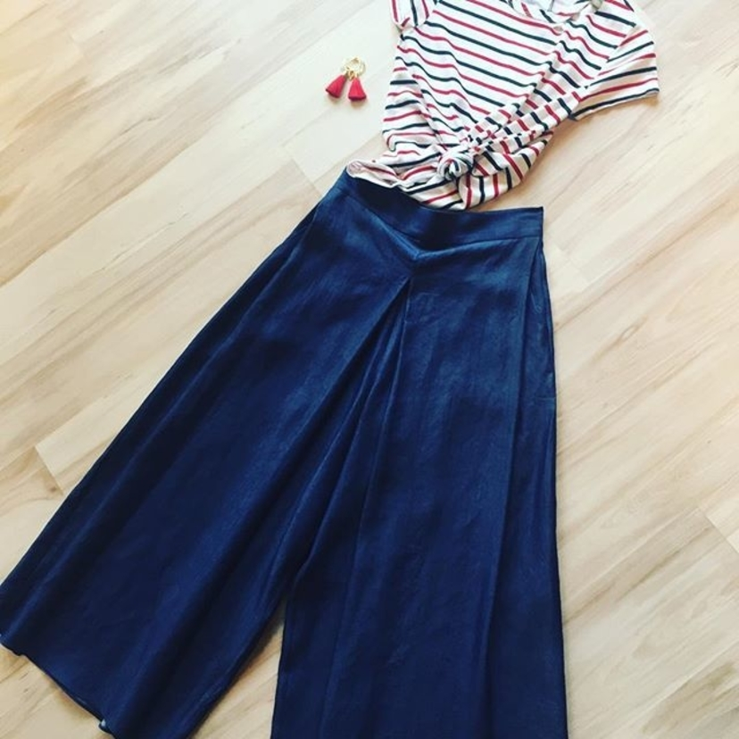 N A U T I C A L  C H I C This @pamandgela striped top and denim gaucho pants will take you from brunch to boating! These pants are so flattering with a thicker waistband for the ultimate high-waisted look.