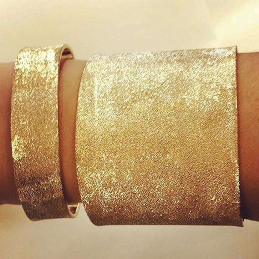 We are SO into these Florentine cuffs by @carolina_bucci... what do you think?
